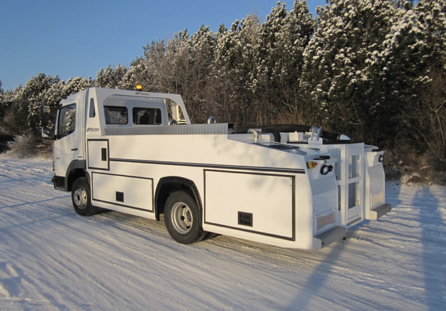 Toilet and water service trucks - compact even with lift platform