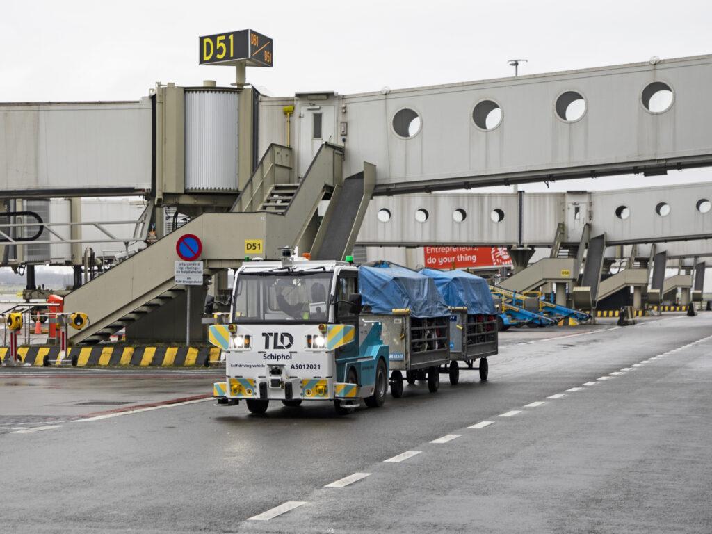 Schiphol Autonomous baggage Tractor