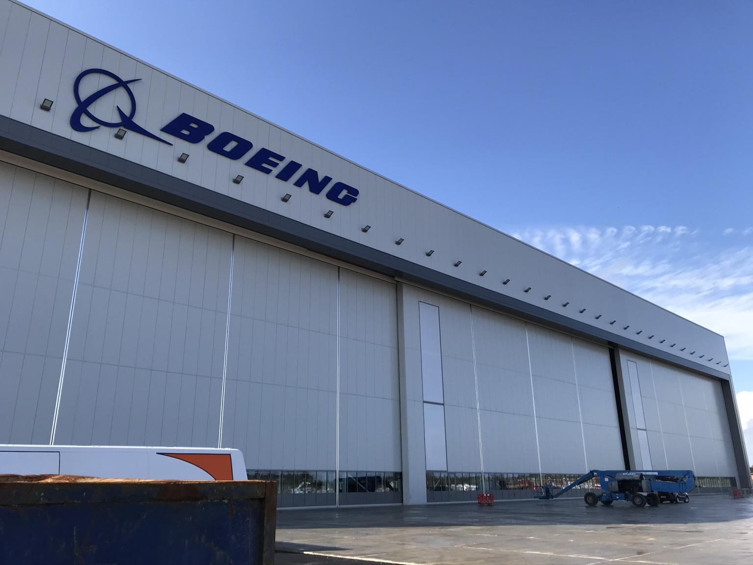 Boeing Goldcare Hangar at Gatwick Airport – 1 set of Esavian Type 126 Sliding hangar doors – The door is in three equal leaves – 2019