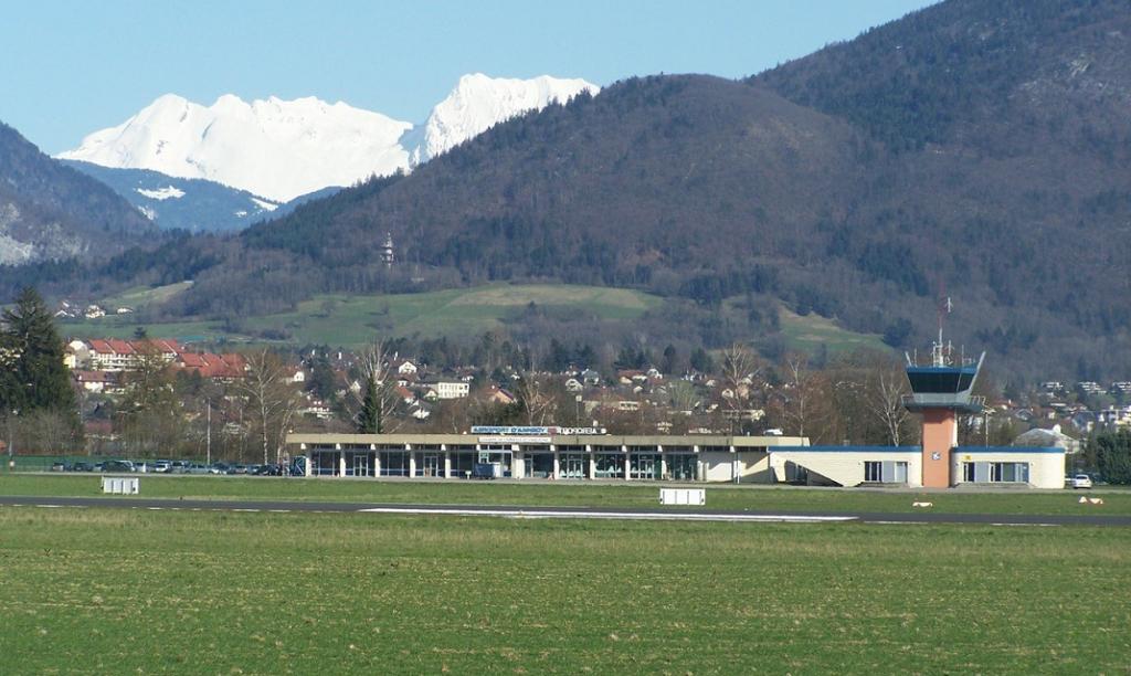vinci Annecy Mont-Blanc airport